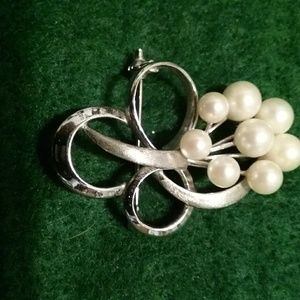 Sterling brooch with faux pearls